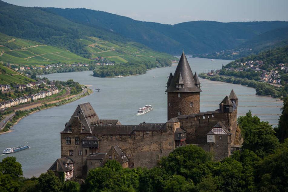 Die Burg Stahleck thront über Bacharach am Rhein.