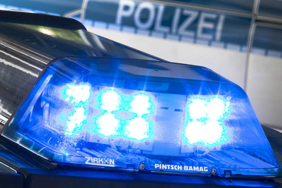 In Erfurt hat es einen Unfall zwischen einer Straßenbahn und einem Auto gegeben.