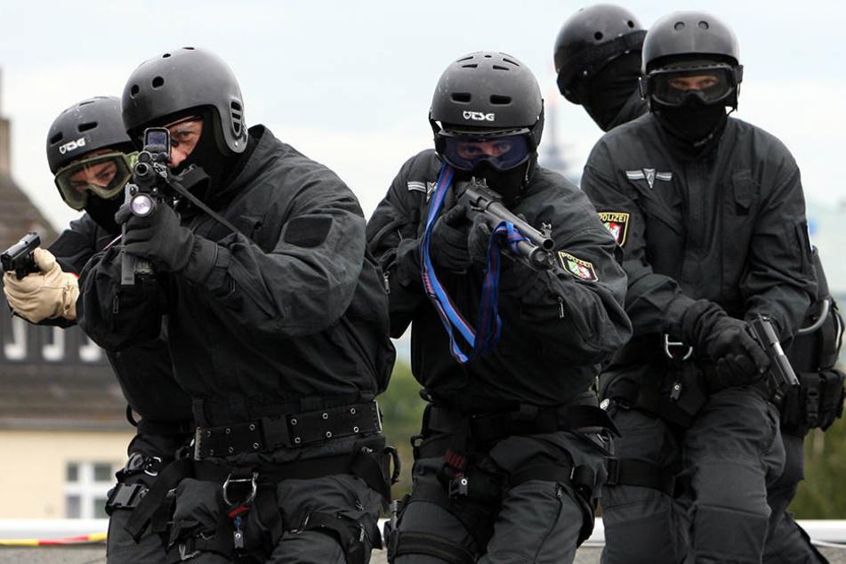 Ein Sondereinsatzkommando musste am Mittwochnachmittag einen Randalierer unter Kontrolle bringen. (Symbolbild)