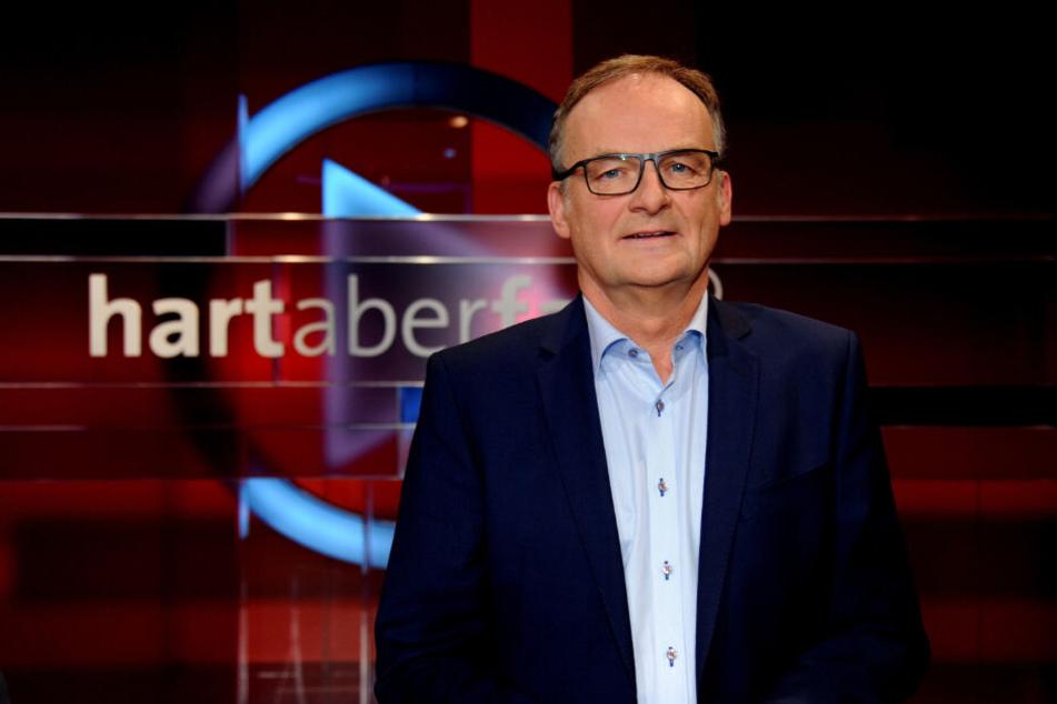 """Frank Plasberg (62) ist heute Abend wieder in seiner Sendung """"hart aber fair"""" zu sehen."""