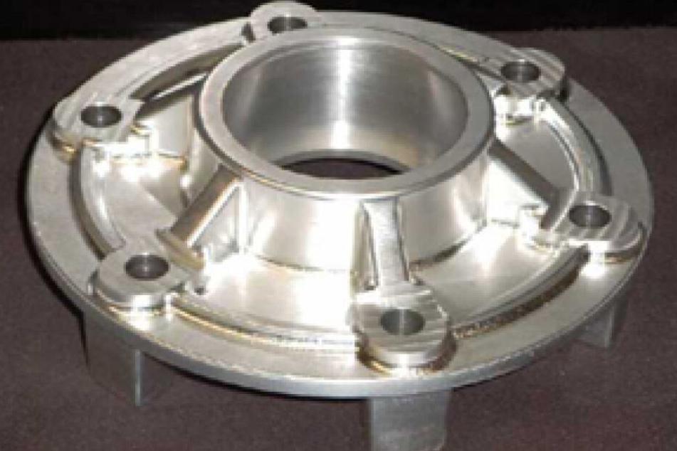 Neben Holzmodellen wurden ab 1995 auch Metallmodelle in dem Familienbetrieb hergestellt.