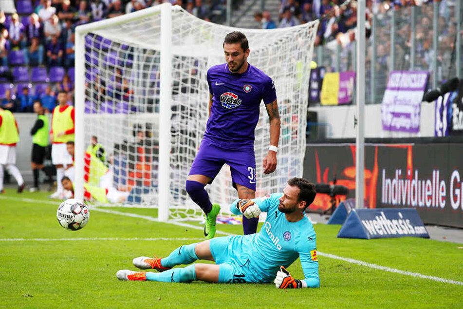 """Pascal """"Paco"""" Testroet belebte nach seinem Wechsel von Dynamo Dresden zu Aue das Angriffsspiel des FCE erkennbar."""