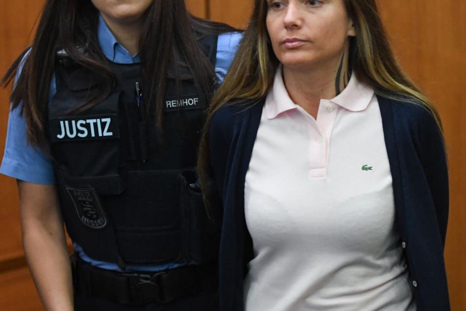Ewa Malandy, bekannt als Rapperin Schwesta Ewa, ist unter anderem wegen Körperverletzung und Menschenhandels angeklagt.
