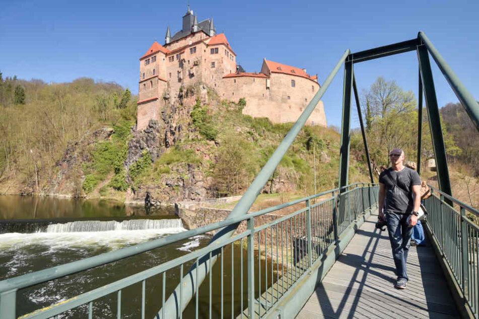 Trotzte Feinden - und jetzt dem Klimawandel: Die Burg Kriebstein an der  Zschopau.