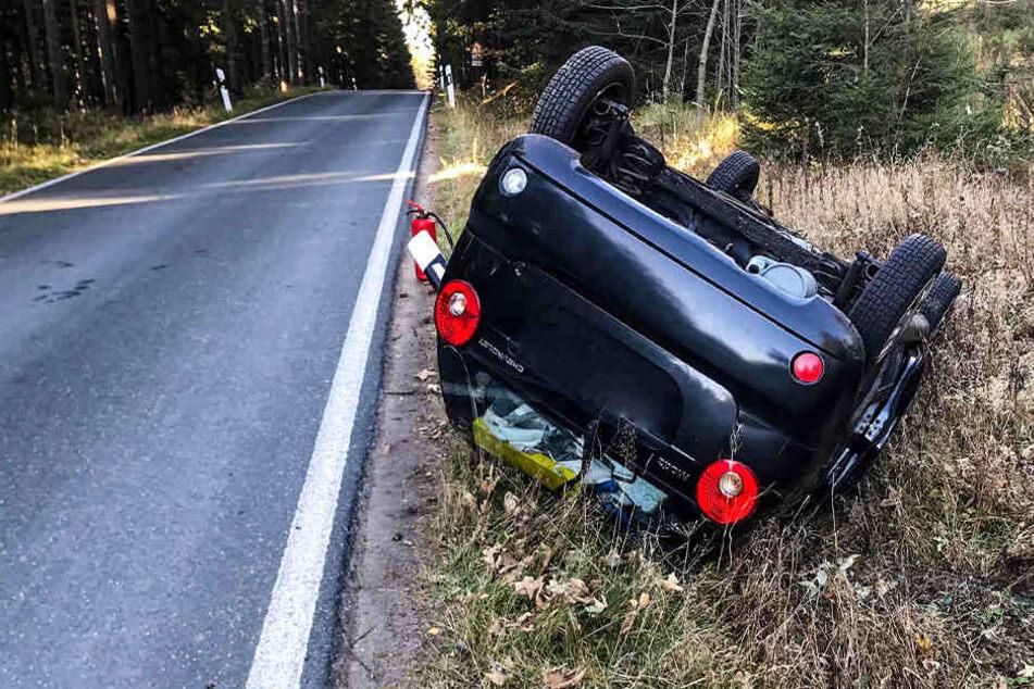 Chevrolet überschlägt sich: Zwei Verletzte bei Unfall im Erzgebirge