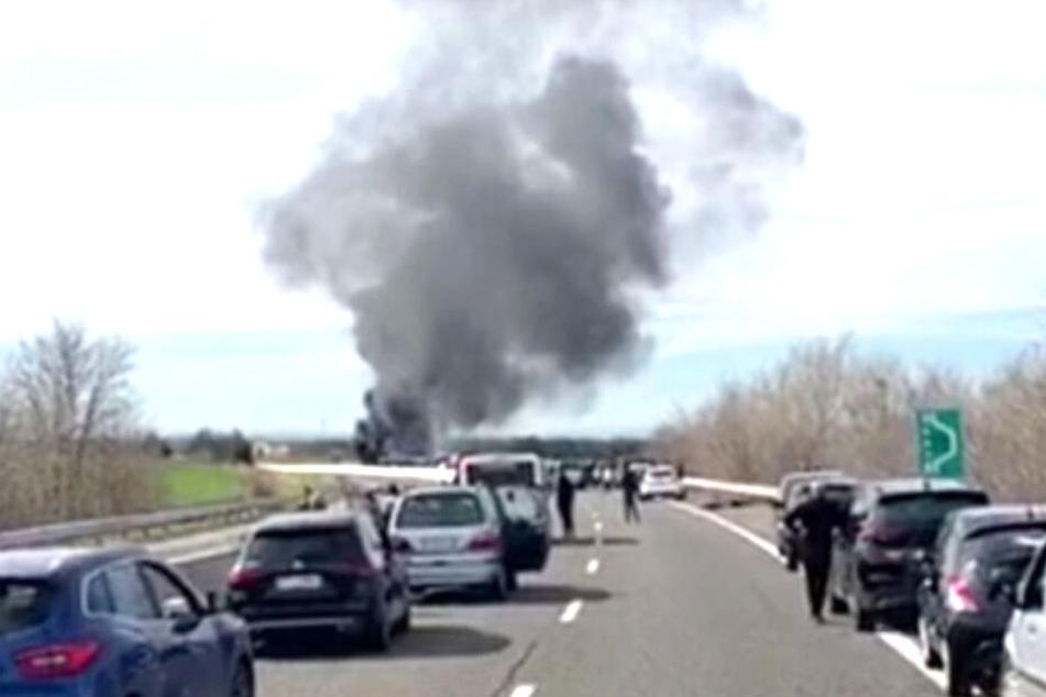 Bari-Hooligans zünden Wagen von Lecce-Fans auf Autobahn an
