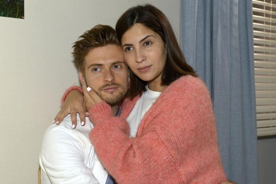 Laura kann nicht glauben, dass Philip sich die Beförderung entgehen lässt.