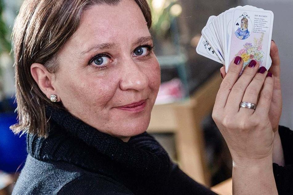 Tarotkarten für Chemnitz: Wahrsagerin zieht Halbzeit-Bilanz