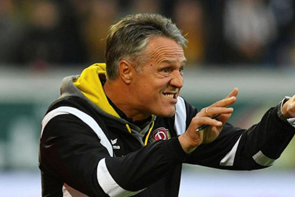 Uwe Neuhaus legt großen Wert darauf, dass sich die Mannschaft in den letzten Spielen noch einmal richtig reinhängt.