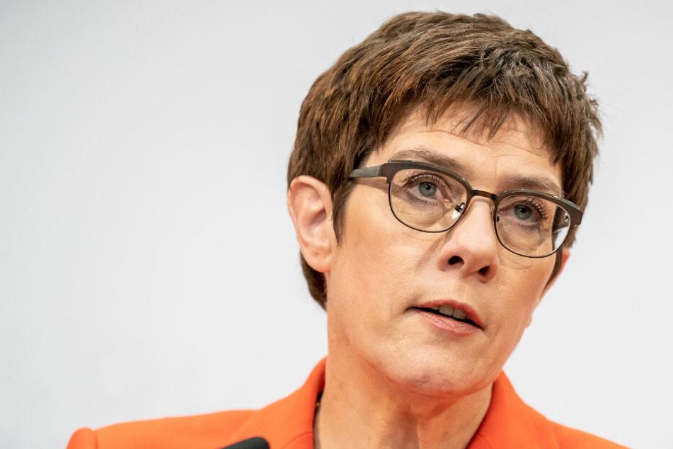Annegret Kramp-Karrenbauer strebt keine Kanzlerkandidatur an und will Parteivorsitz abgeben