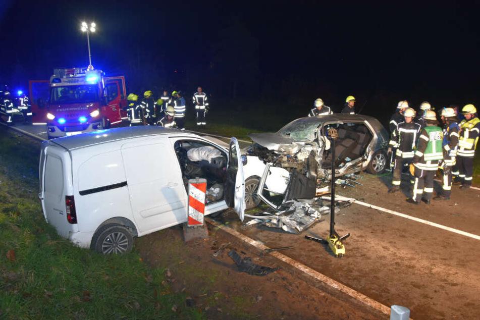 Der Fahrer des Peugeot und sein Beifahrer wurden leicht verletzt ins Krankenhaus gebracht.