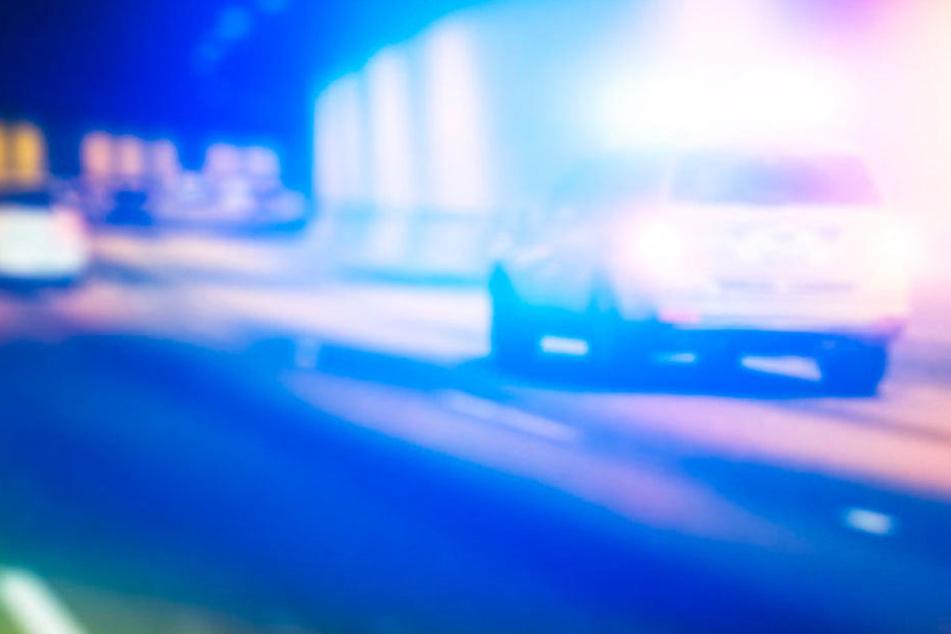 Mann liegt tot neben Autobahn und niemand bemerkt es