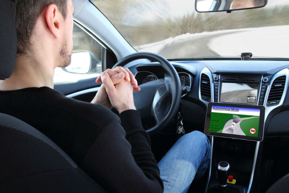 In der Zukunft sollen Autos ohne Eingreifen das Fahrers durchs Sauerland fahren. (Symbolbild)