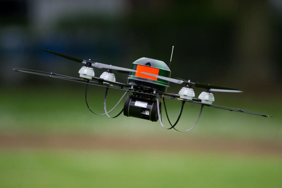 Die Drohnen stellen eine Gefahr für den Luftverkehr dar. (Symbolbild)