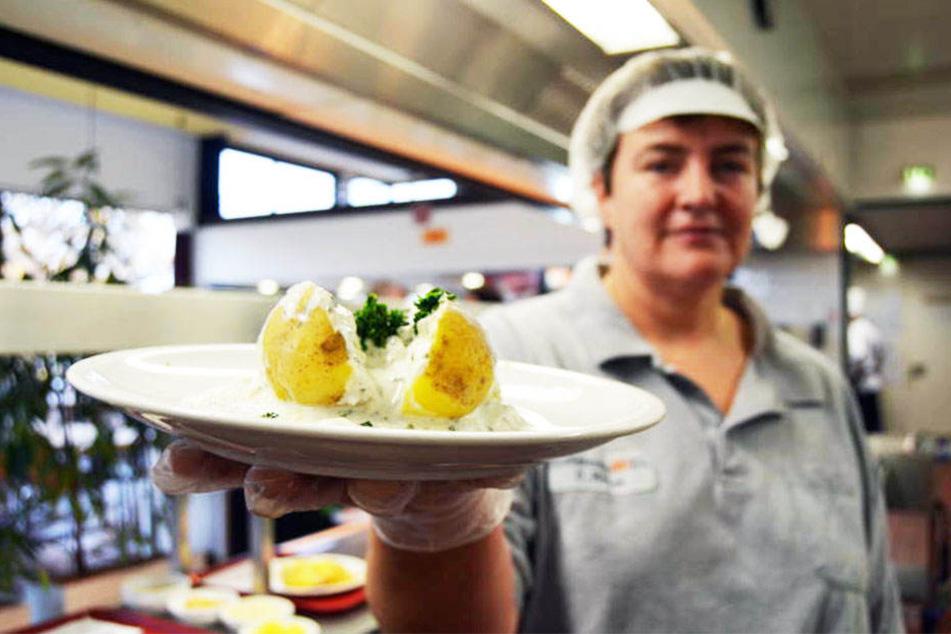 Jeden Tag werden in der Mensa der Hochschule OWL rund 200 Mittagessen gekocht.