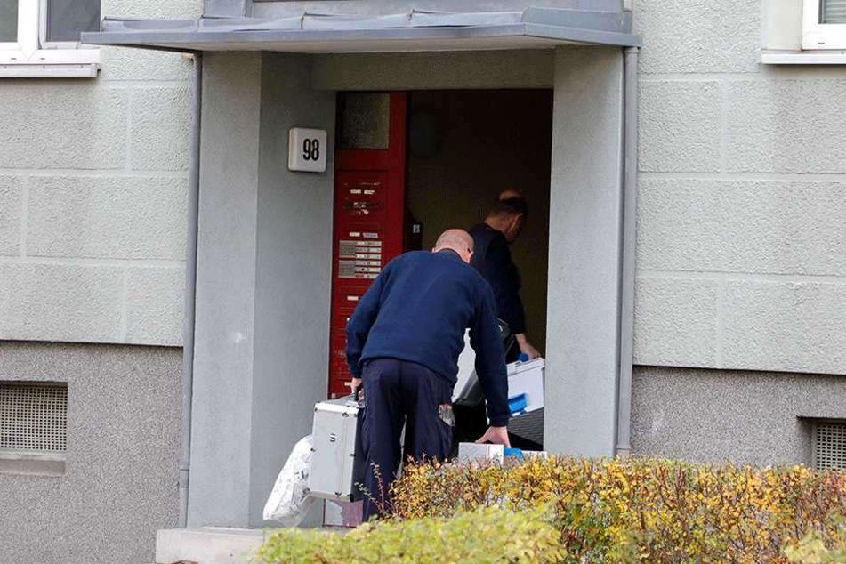 Die Ermittler der Kripo untersuchten stundenlang den Tatort, sicherten wichtige Spuren.