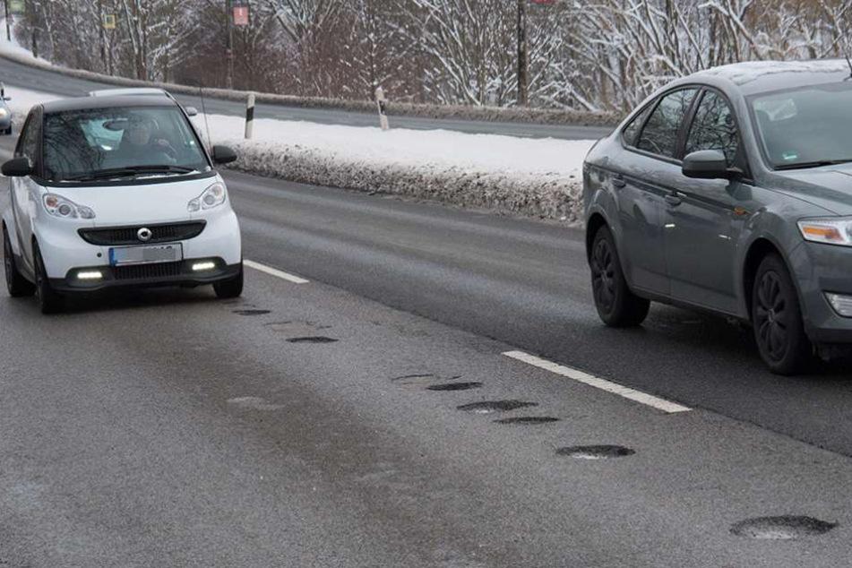 Straßenschäden, wo das Auge hinschaut: Wie hier auf dem Südring hat der Frost viele Löcher in die Fahrbahn gefressen.