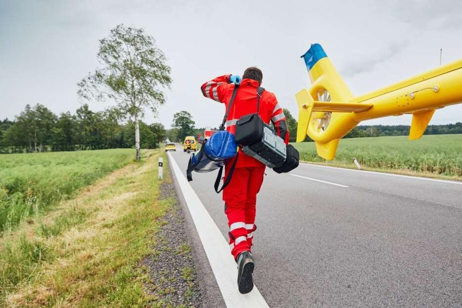 Ein Rettungshubschrauber musste die Frau in ein Krankenhaus bringen. (Symbolbild)