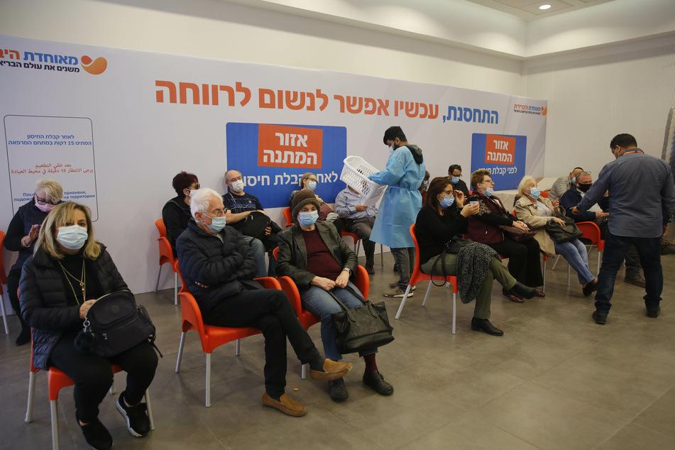 Israel legt ein enormaes Tempo bei den Corona-Impfungen vor, gleichzeitig steigen aber auch die Zahlen der Neuinfektionen immer weiter.