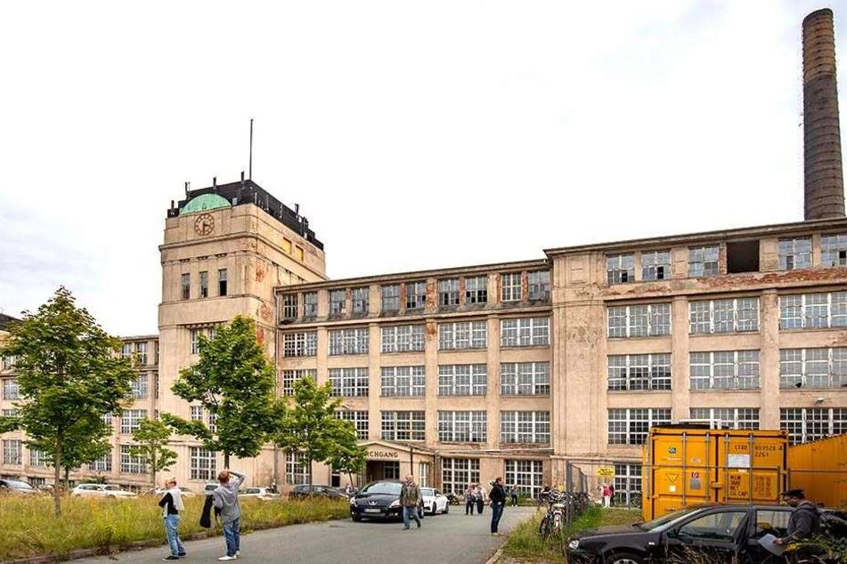 Zwischen 1912 und 1917 wurde das Fabrikgebäude in Schönau gebaut. Heute steht es leer und gammelt vor sich hin.