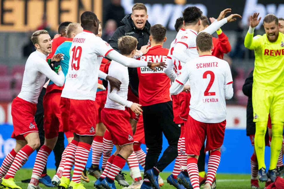 Die Kölner feiern den überzeugenden 4:0-Heimsieg gegen Greuther Fürth am 1. Dezember 2018.