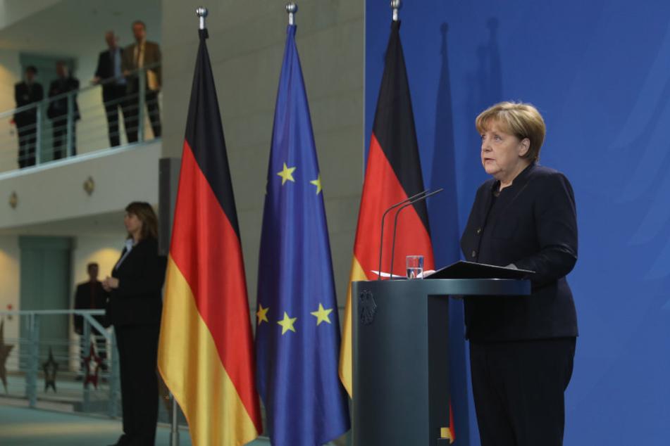 Bundeskanzlerin Angela Merkel deutet die Todesfahrt eines Lastwagens auf den Weihnachtmarkt in Berlin als Terroranschlag.