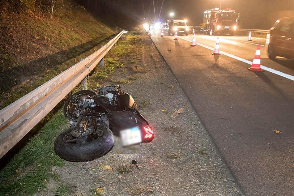Durch die Wucht des Aufpralls kam das Motorrad erst 150 Meter weit weg von der Unfallstelle zum Liegen.