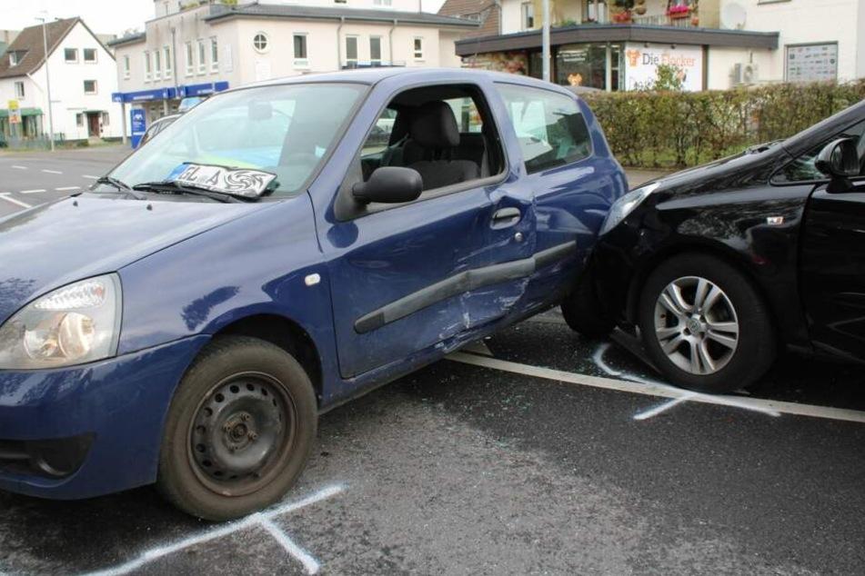 Zwei der drei Unfallautos. Der geschätzte Schaden liegt bei 10.000 Euro.