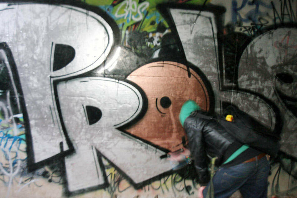 Graffiti-Sprayer auf frischer Tat am MDR-Bahnhof ertappt