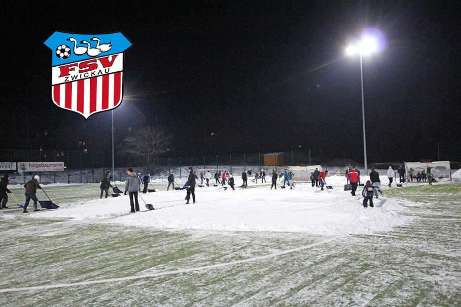 Schneechaos in Auerbach: Helfer sollen FSV-Testspiel retten