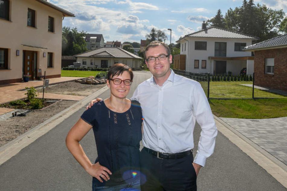 Die Rückkehrer Stefanie und Ivo Baumert in ihrem neuen Wohngebiet in Spremberg (Brandenburg). Das Ehepaar zog es aus Hamburg zurück in ihre alte Heimat.