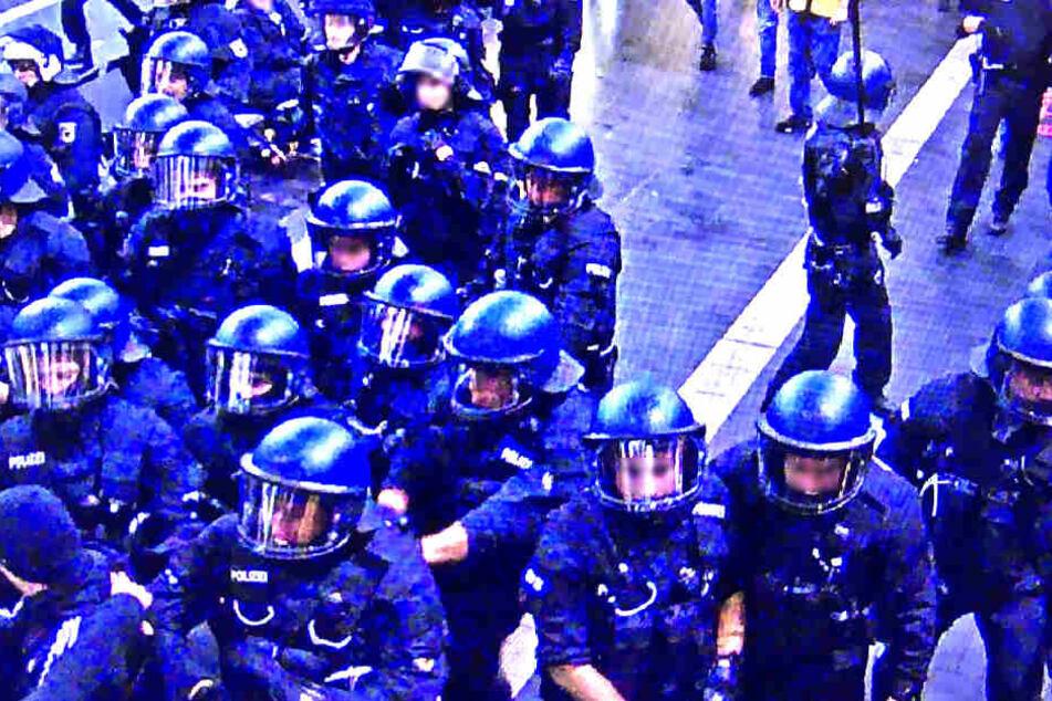 Ein massives Polizeiaufgebot musste die Fanlager trennen.