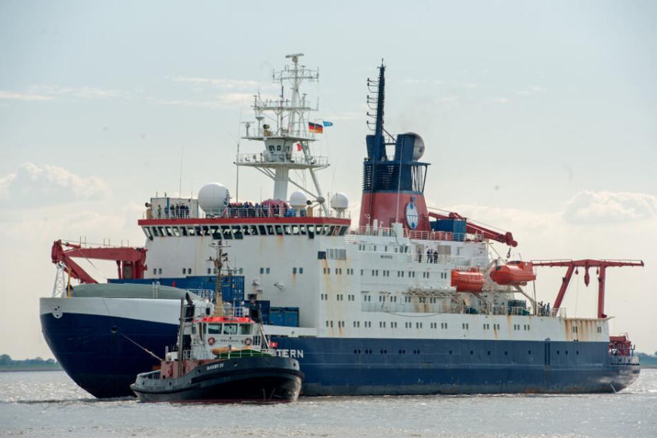 """Die """"Polarstern"""" bricht von Bremerhaven aus Richtung Arktis auf."""