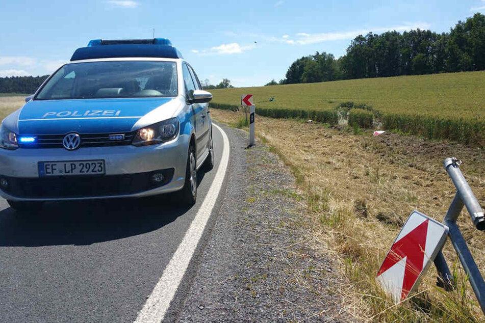 Tragischer Unfall: Motorradfahrer liegt tot im Feld