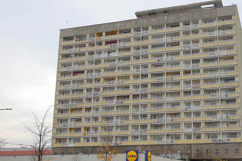 Im DDR-Hochhaus machten sich am Wochenende Vandalen breit.