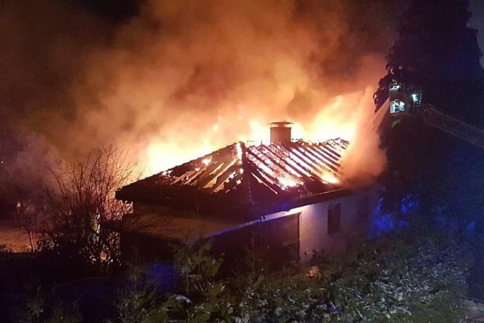 Zunächst brannte nur der Dachstuhl.
