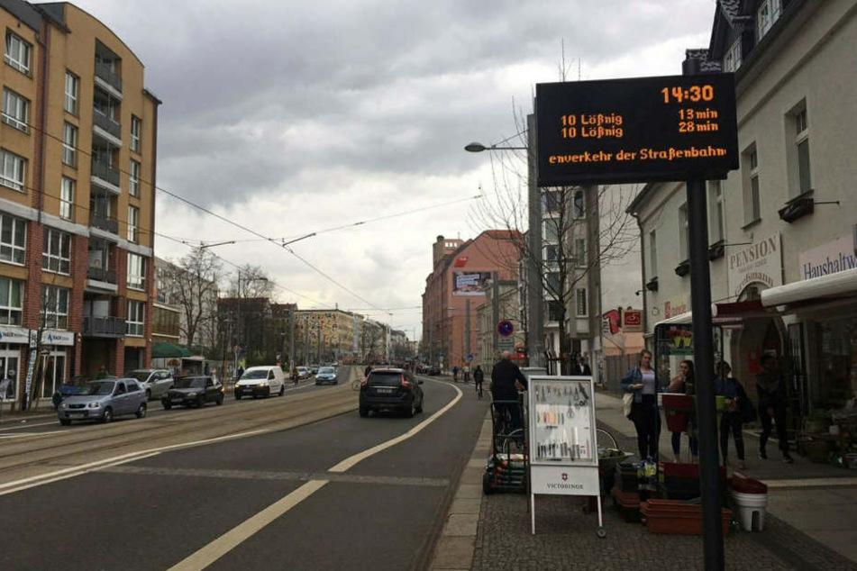 Auf der Leipziger Karl-Liebknecht-Straße ist ein Anhänger von Rot-Weiß Erfurt angegriffen worden. (Archivbild)