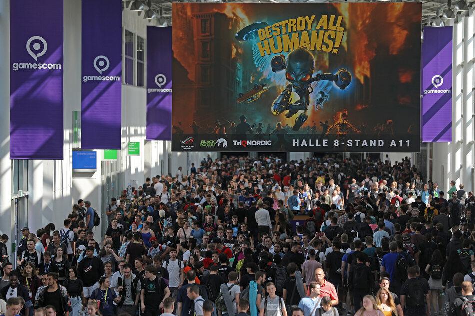 2019 kamen Hunderttausende Besucher auf die Gamescom in Köln, dieses Jahr findet die Spielmesse nur digital statt. (Archivbild)