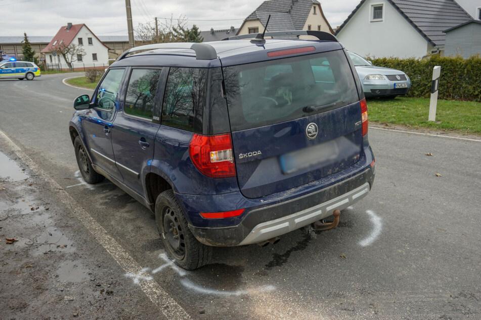 Der linke Hinterreifen des Skoda Yeti war nach dem Unfall platt.
