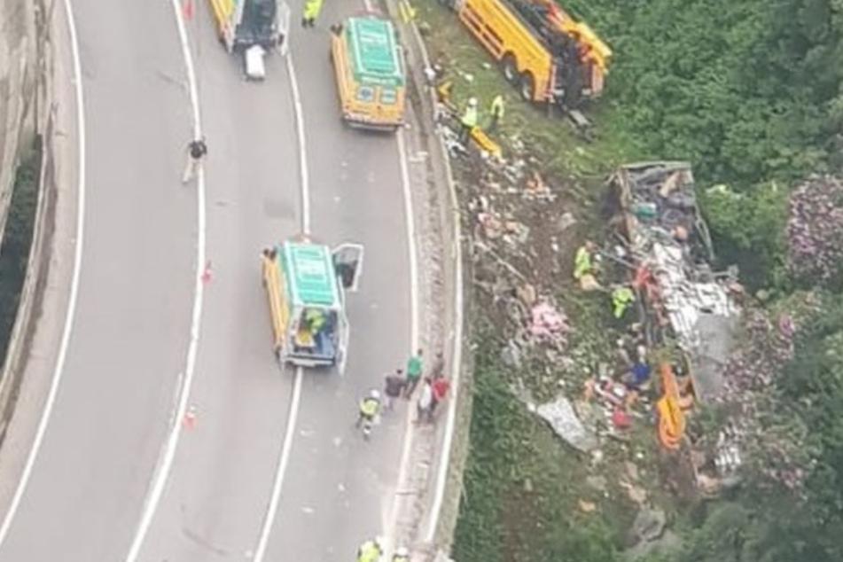 Mindestens 19 Tote und 33 Verletzte bei dramatischem Busunglück