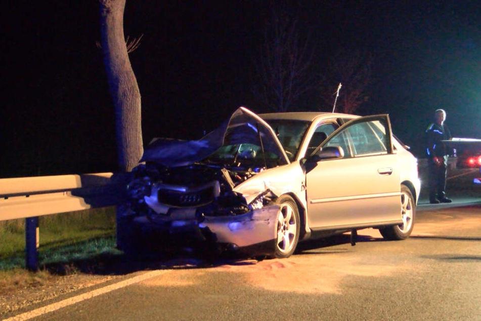 Die Audi-Fahrerin und ihr Beifahrer wurden bei dem Unfall verletzt.