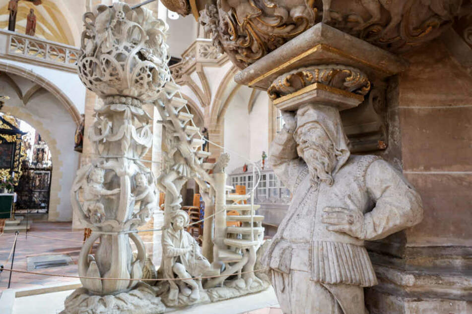Blick in den Dom St. Marien Freiberg. Die Bergbautradition spiegelt sich in vielen Motiven auch in Kirchen wieder.