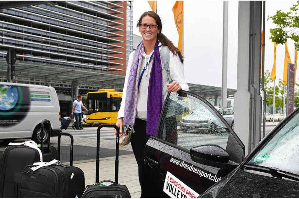 Als erste von drei Amerikanerinnen kam Liz McMahon (23) am Dresdner Flughafen an.
