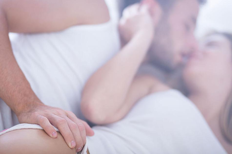 Einige Damen kommen allein vom zärtlichen Küssen zum Höhepunkt.