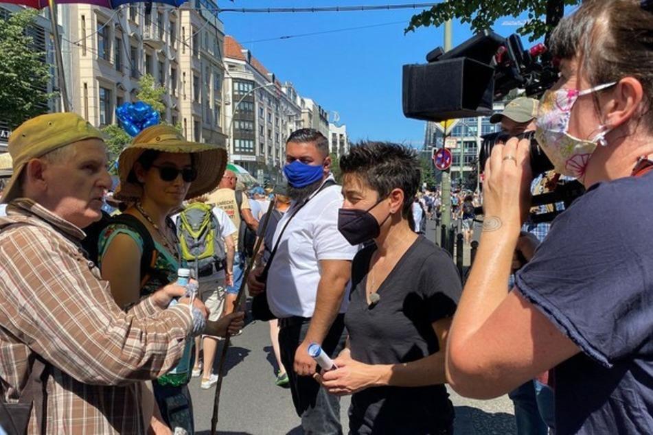 Dunja Hayali will wissen: Was wollen die Corona-Protestierer wirklich?