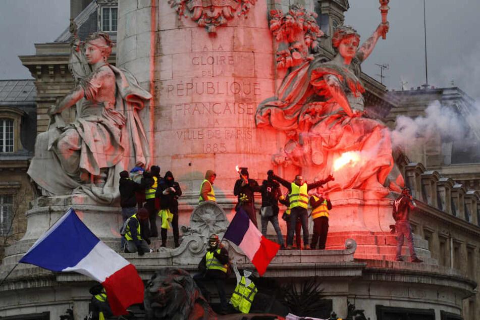 Schon wieder! Gelbwesten machen Frankreichs Straßen unsicher