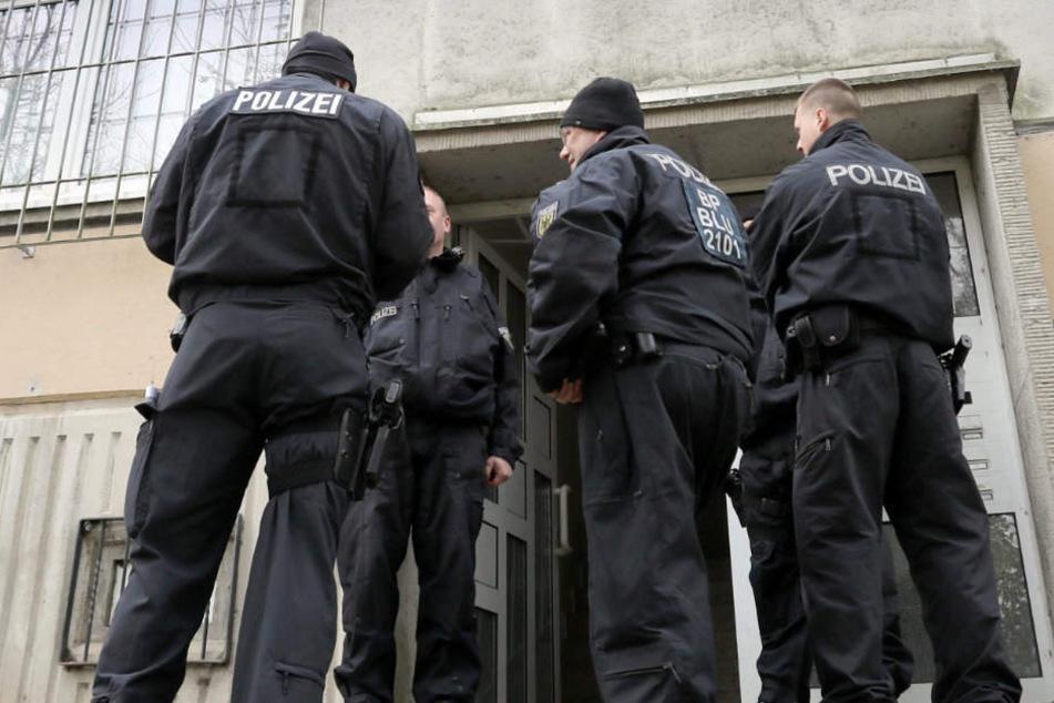 Die Polizei hatte am Dienstag mehrere Objekte durchsucht. (Symbolbild)