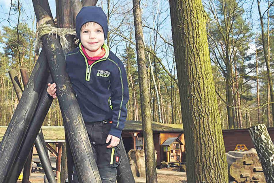 Der Waldspielplatz an der Fischhausstraße ist bei Jugendlichen und Kindern wie  Benni (4) beliebt.
