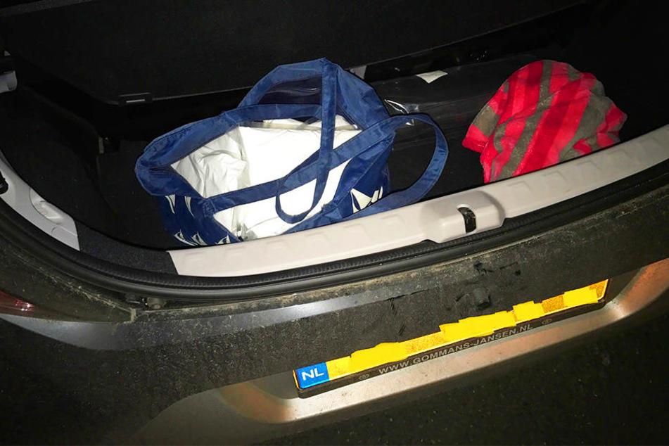 Zwölf Kilo Amphetamine versteckte ein Niederländer im Kofferraum seines Autos.
