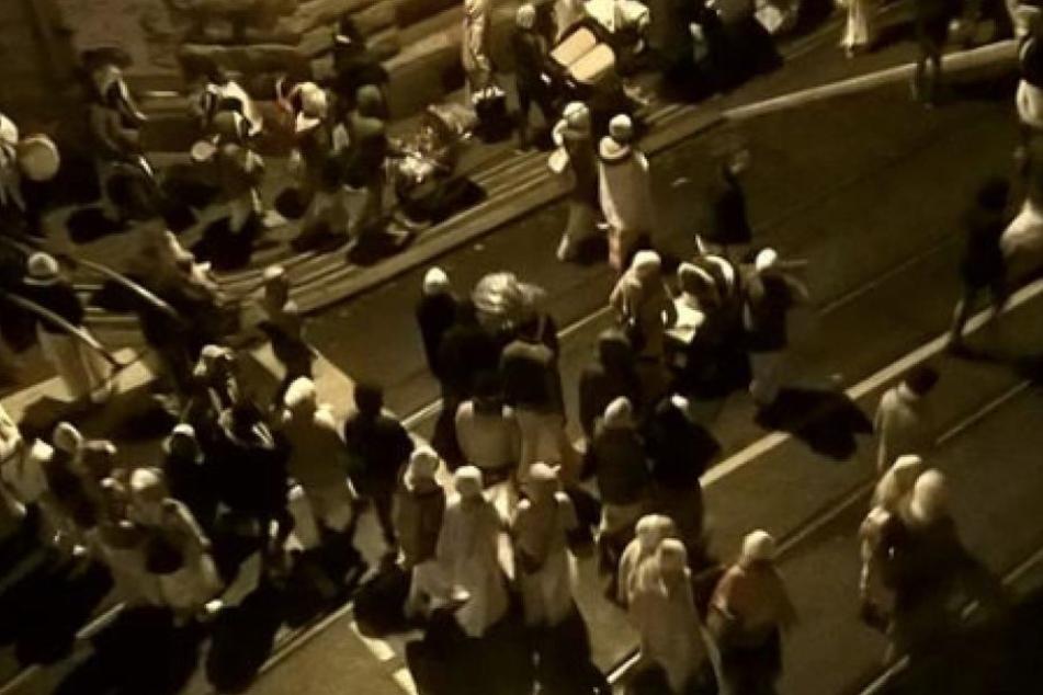 Hunderte Menschen zogen in der vergangenen Nacht durch Stötteritz